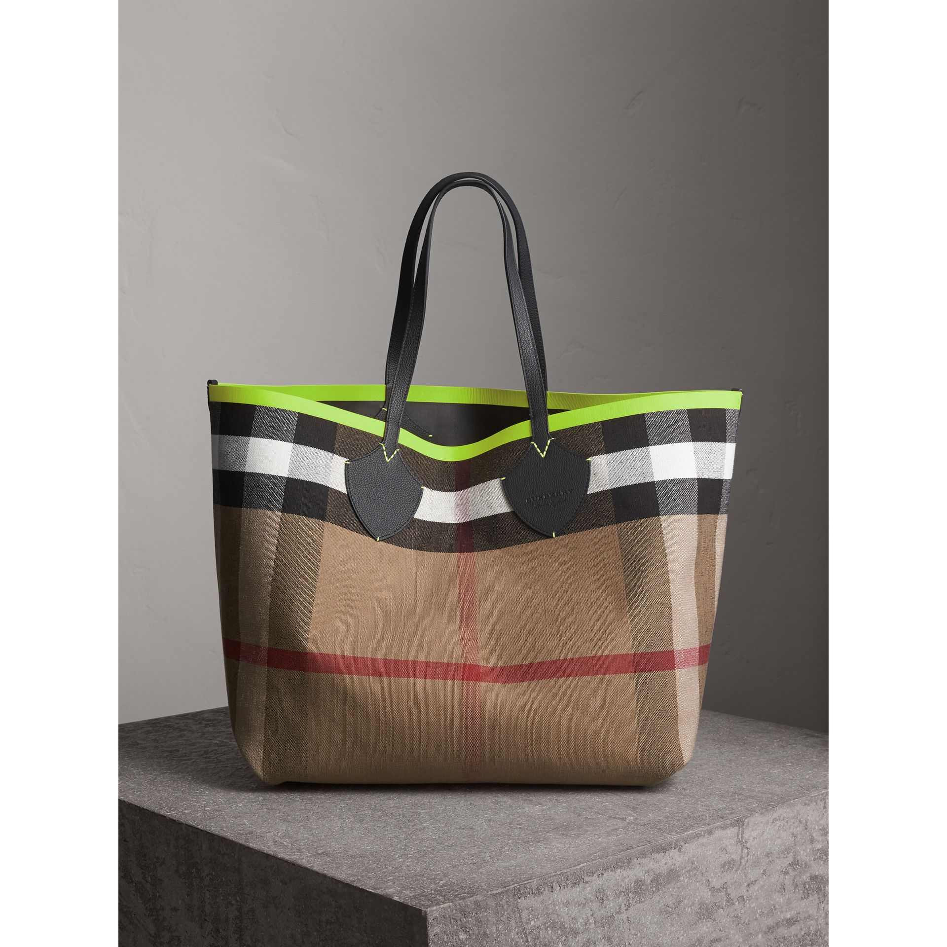 The Giant Reversible Tote in Canvas Check and Leather in Black/neon Yellow | Burberry - gallery image 7