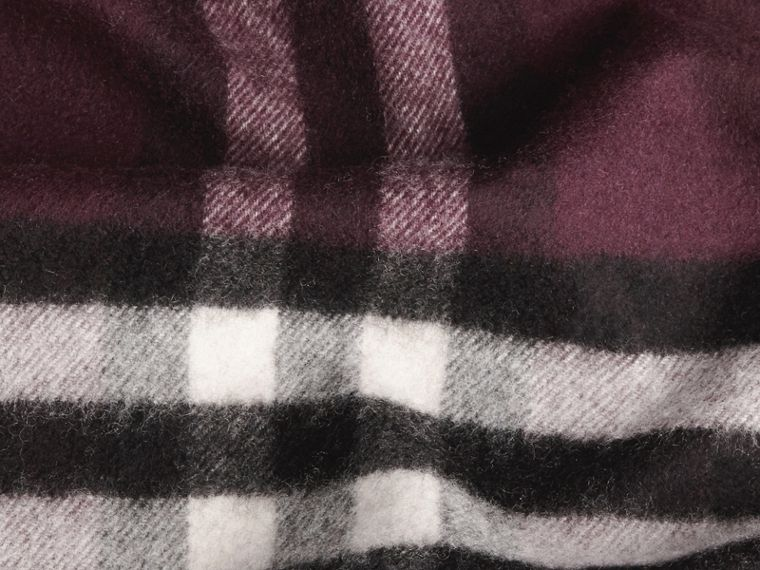 The Classic Cashmere Scarf in Check Aubergine - cell image 4