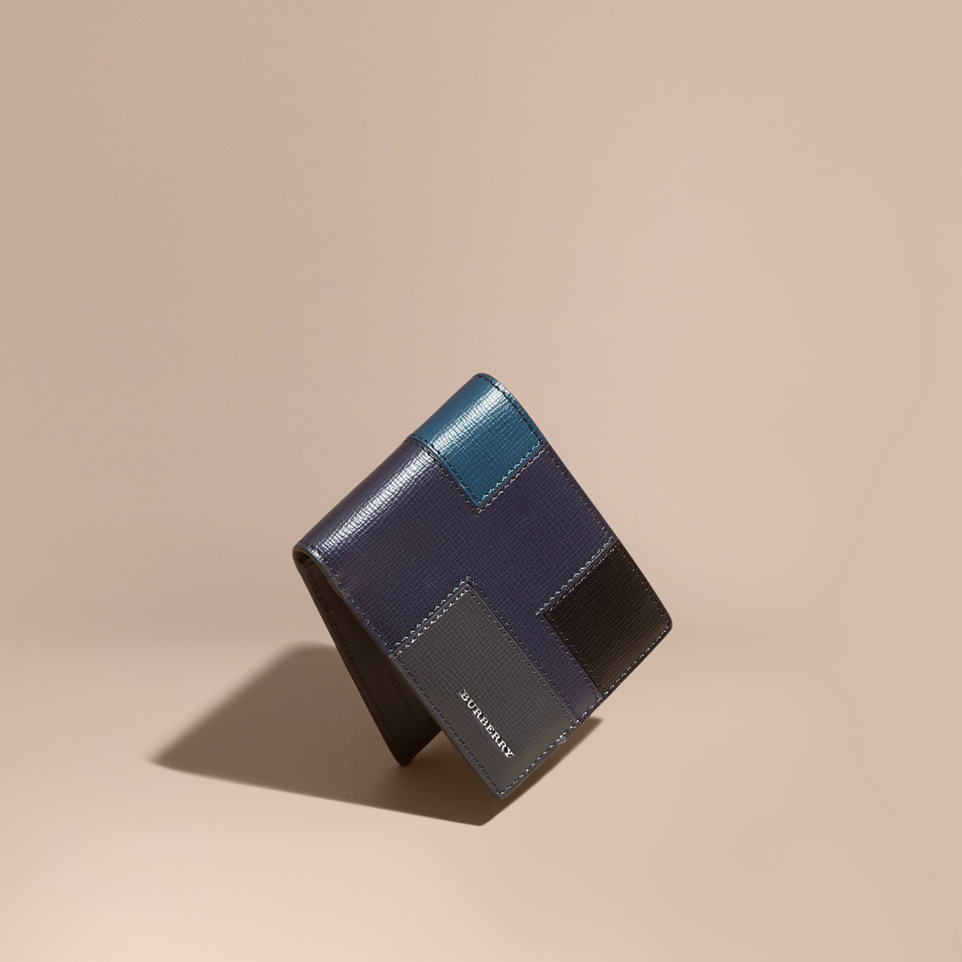Navy scuro Portafoglio a libro in pelle London a blocchi di colore Navy Scuro - immagine della galleria 1