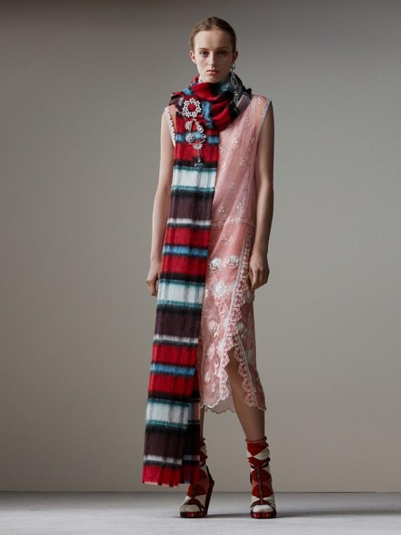 無袖尚蒂伊蕾絲刺繡薄紗洋裝 (玫瑰粉紅/白色)