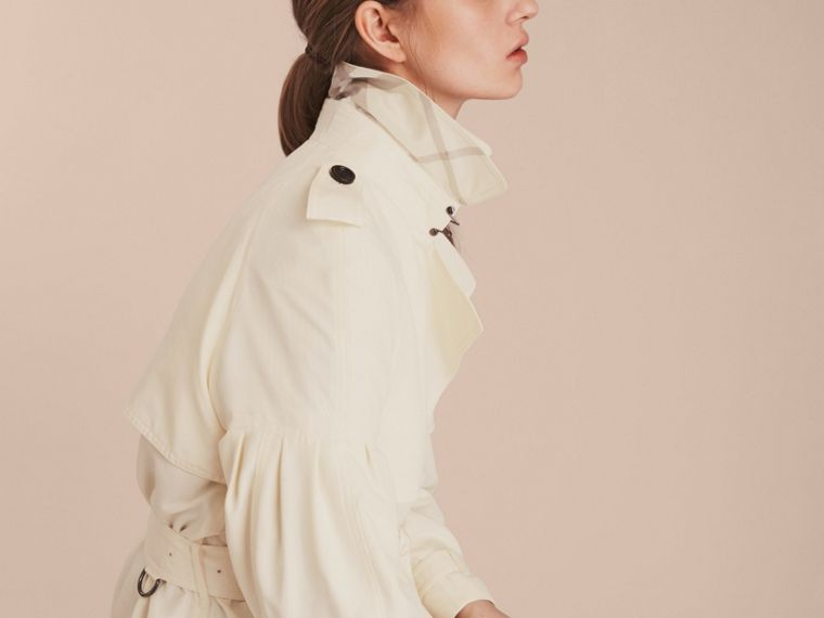 Oversize Silk Trench Coat with Puff Sleeves in Parchment - cell image 4