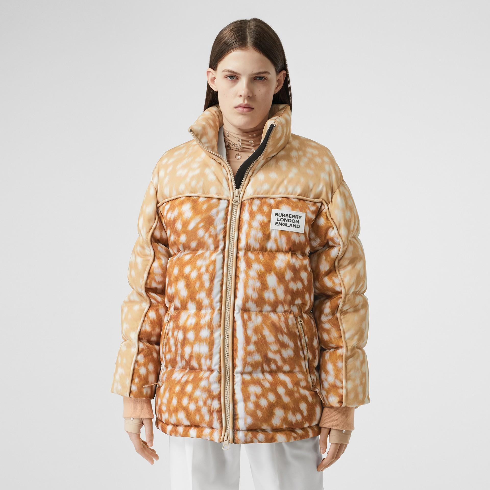 Jaqueta de ECONYL® com estampa de cervo (Mel) - Mulheres | Burberry - galeria de imagens 5