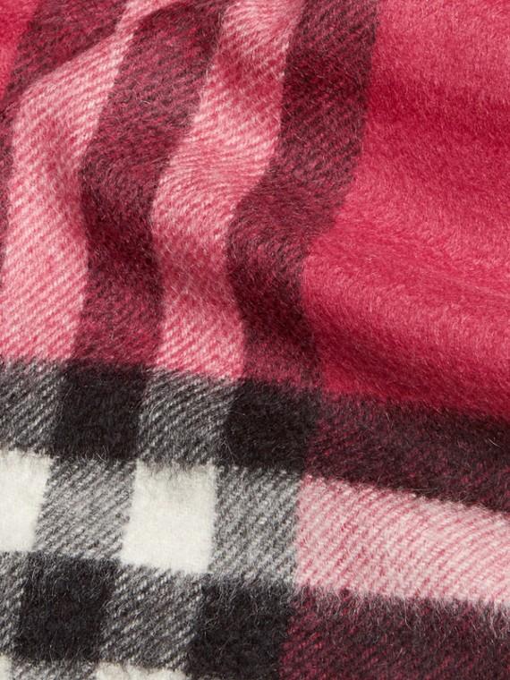 Fuchsia pink The Mini Classic Cashmere Scarf in Check Fuchsia Pink - cell image 3