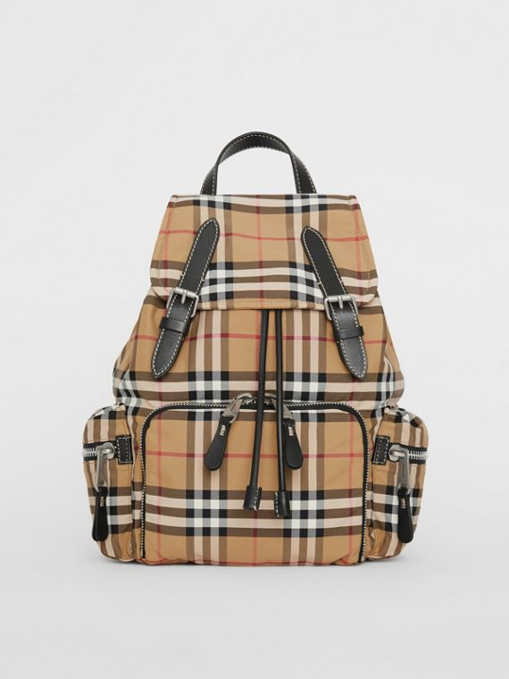 The Medium Rucksack aus Nylon im Vintage Check-Design (Antikgelb)