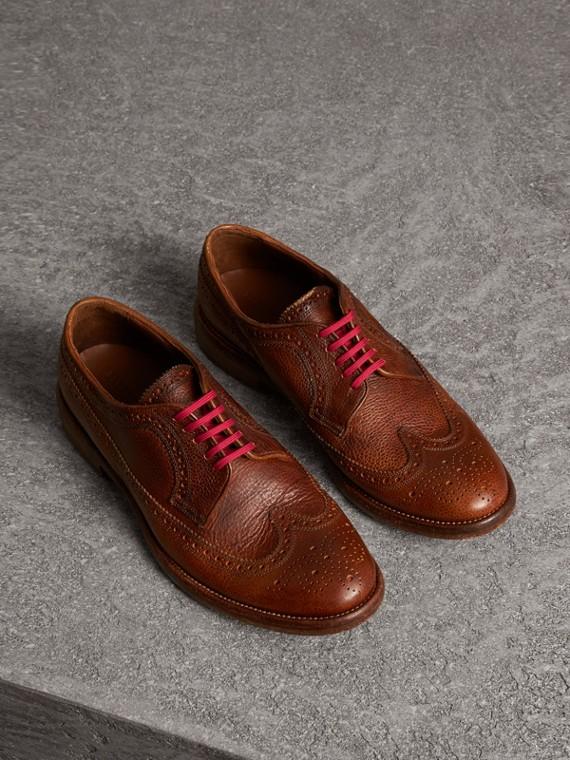 Chaussures Richelieu en cuir grainé avec lacets de couleur vive (Noisette Vintage)