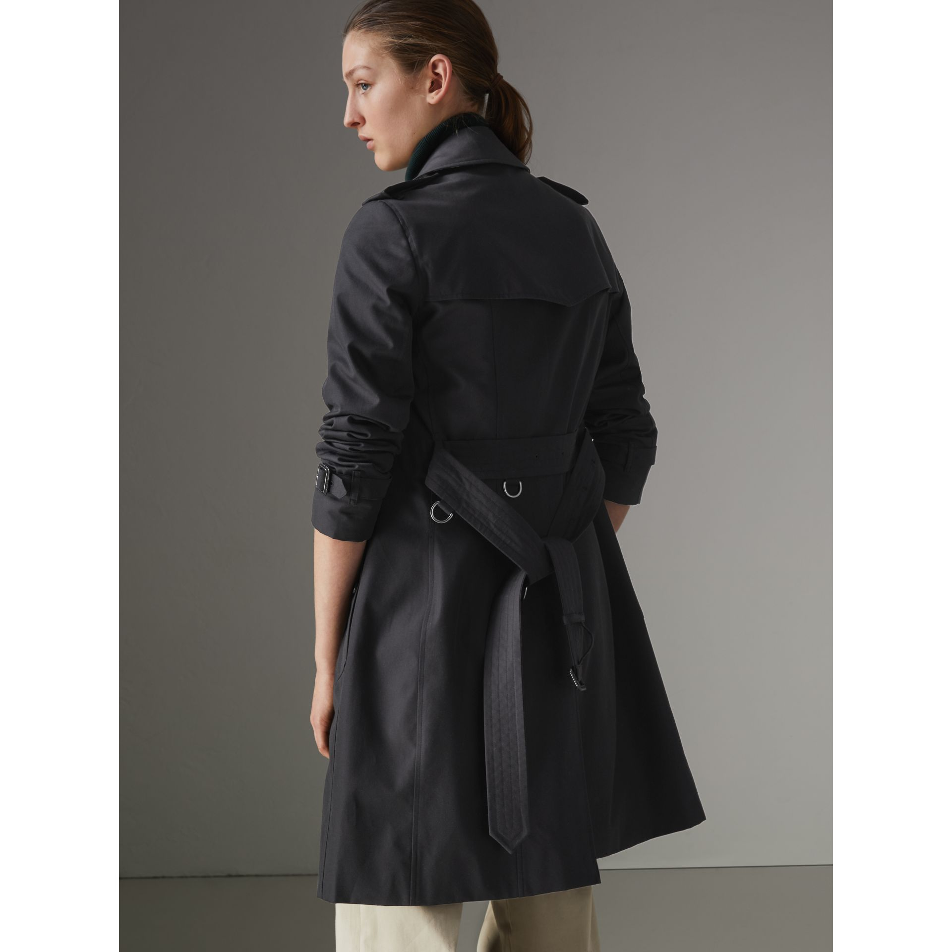 The Chelsea Heritage Trench Coat in Midnight - Women | Burberry Australia - gallery image 2