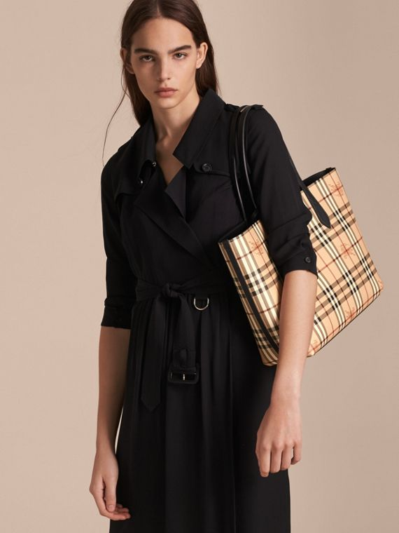 The Medium Reversible Tote in Haymarket Check and Leather in Black - Women | Burberry - cell image 3