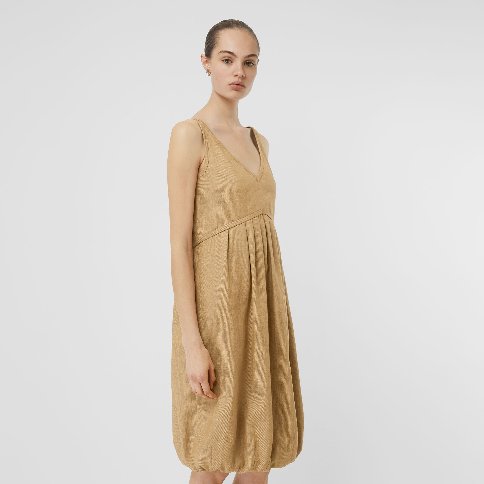Linen Blend Bubble Hem Dress in Honey - Women | Burberry Singapore - gallery image 4