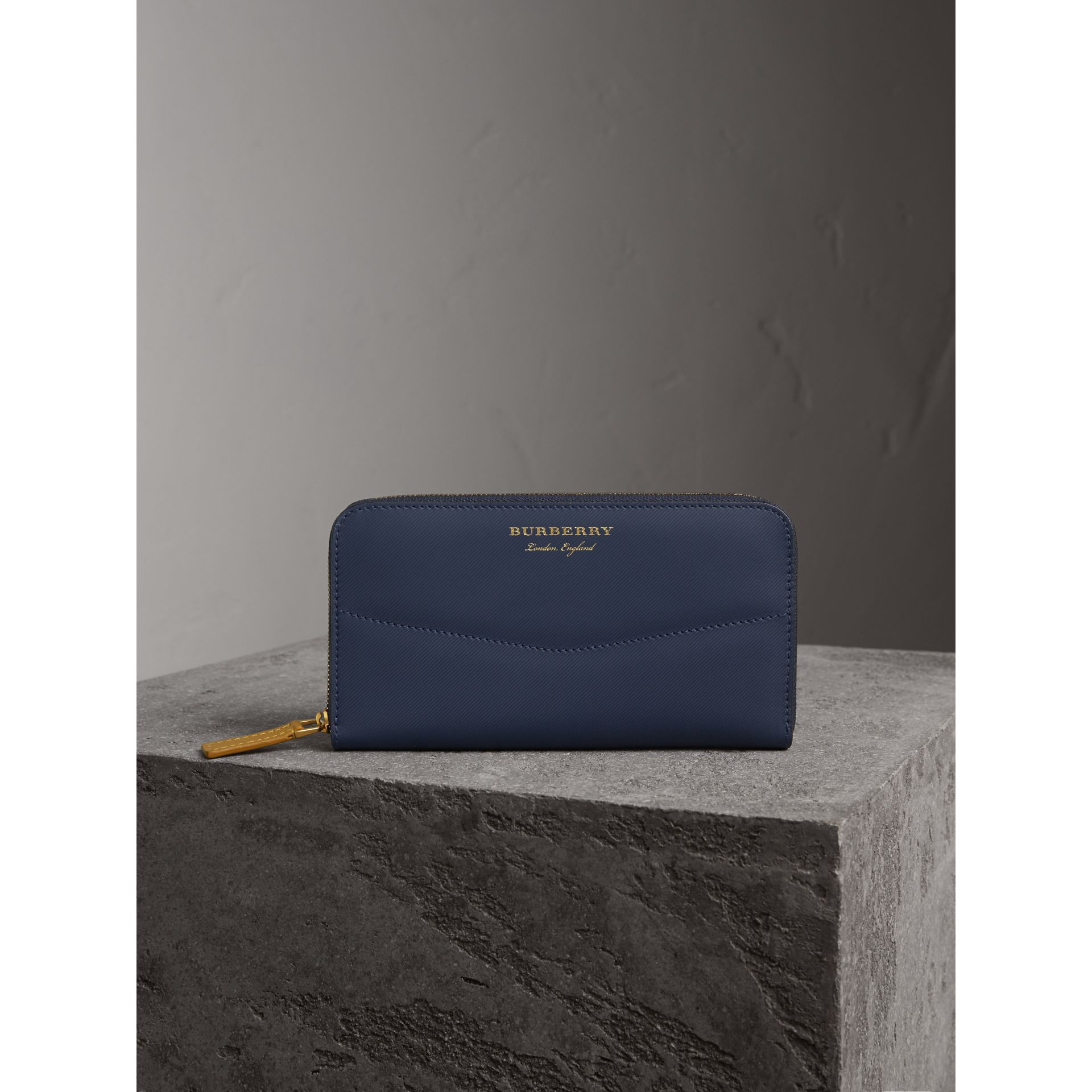Two-tone Trench Leather Ziparound Wallet in Ink Blue/ochre Yellow - Women | Burberry - gallery image 6
