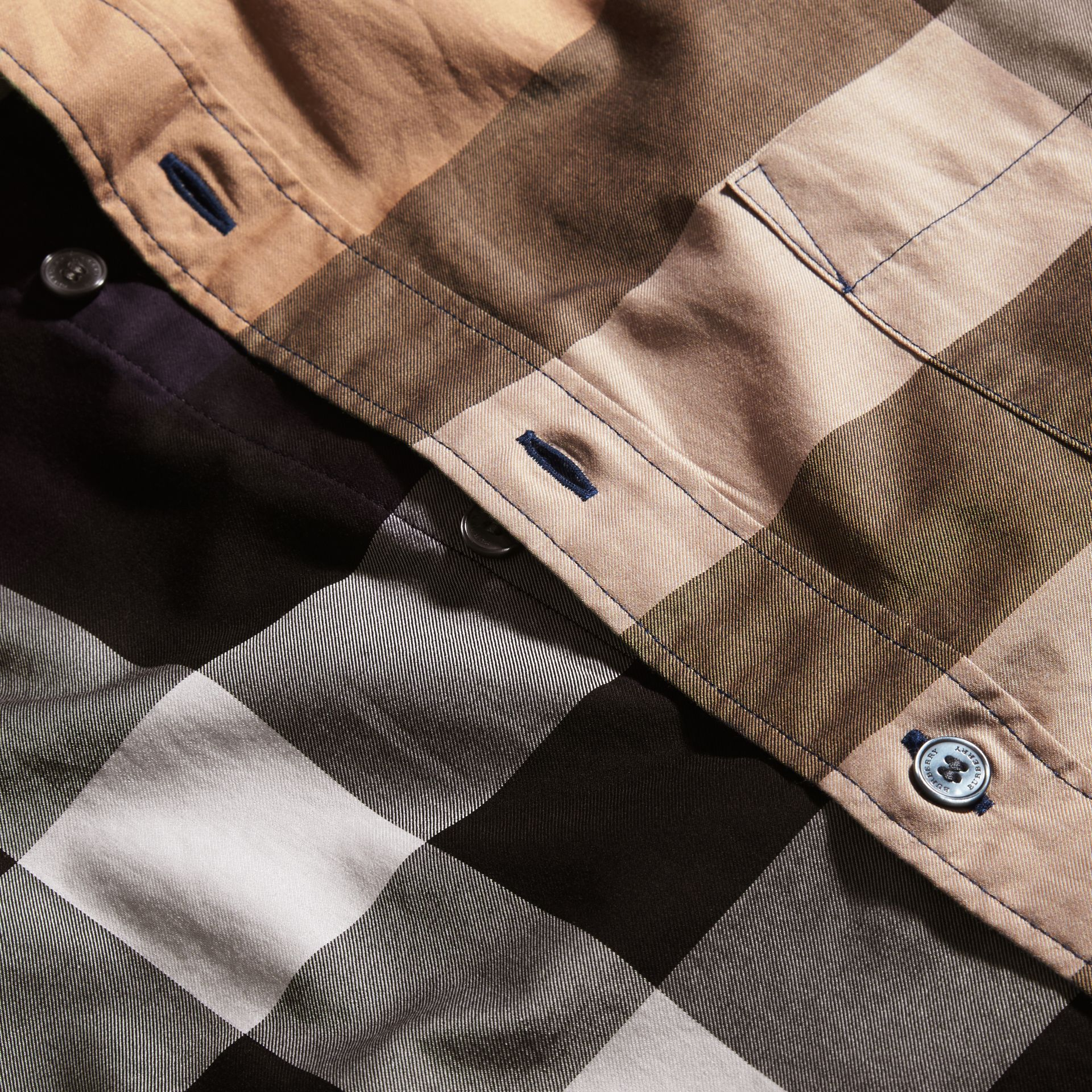 Bleu saphir Chemise à manches courtes en coton à motif check color-block Bleu Saphir - photo de la galerie 2