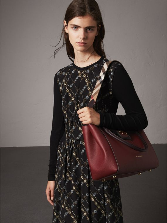 Sac tote The Buckle moyen en cuir grainé (Bourgogne) - Femme | Burberry - cell image 3