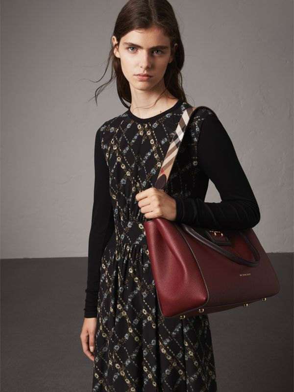 The Medium Buckle Tote in Two-tone Grainy Leather in Burgundy - Women | Burberry - cell image 3