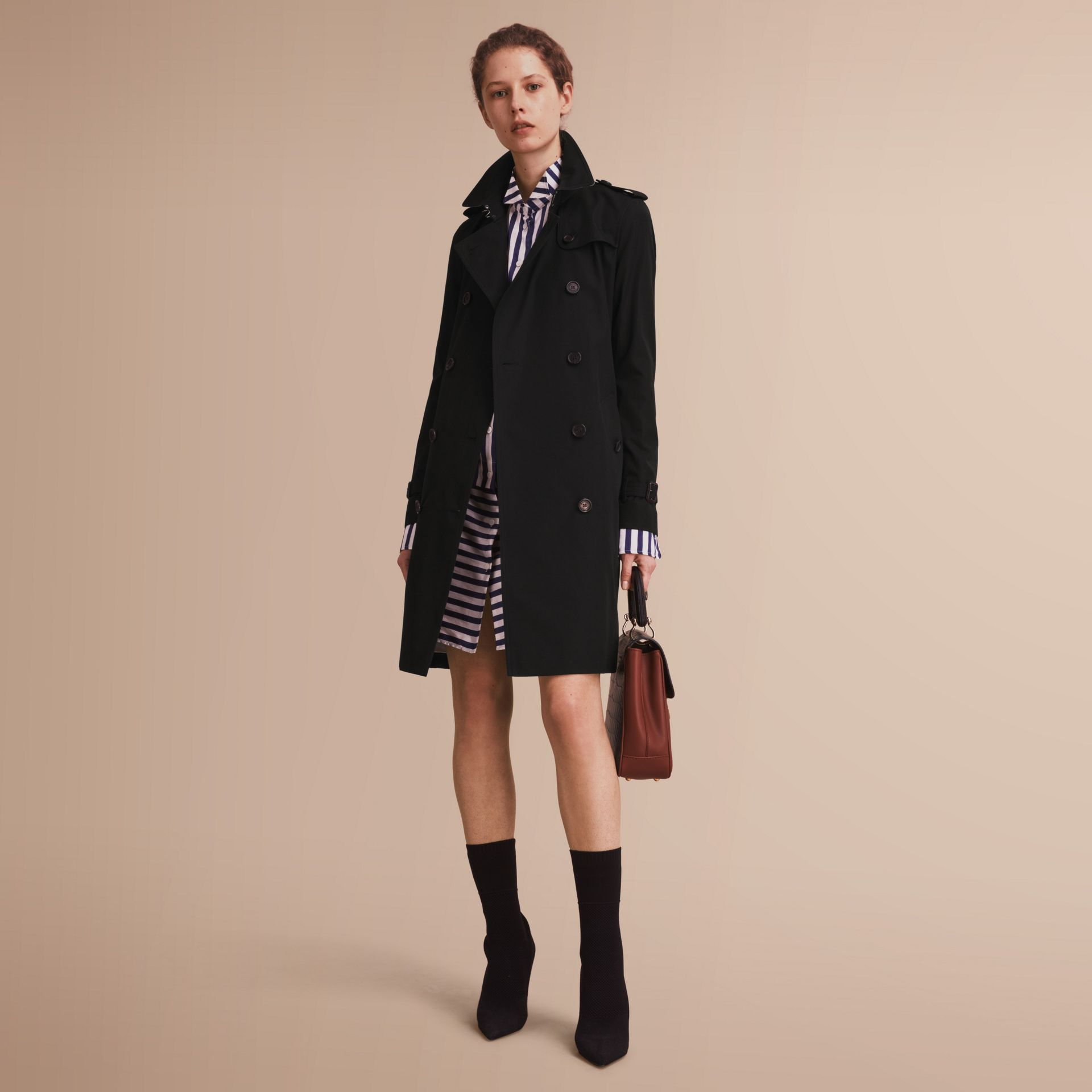 The Kensington – Long Heritage Trench Coat in Black - Women | Burberry - gallery image 7