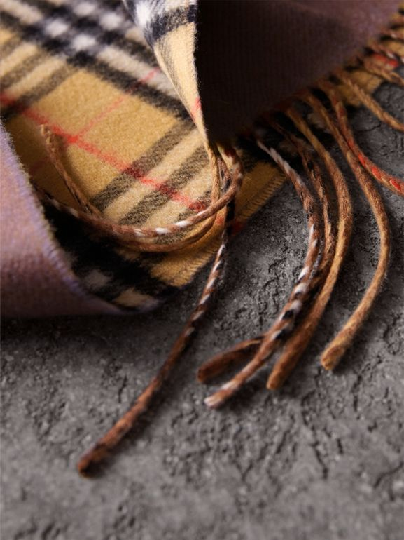 Long Reversible Vintage Check Double-faced Cashmere Scarf in Lilac Grey | Burberry - cell image 1