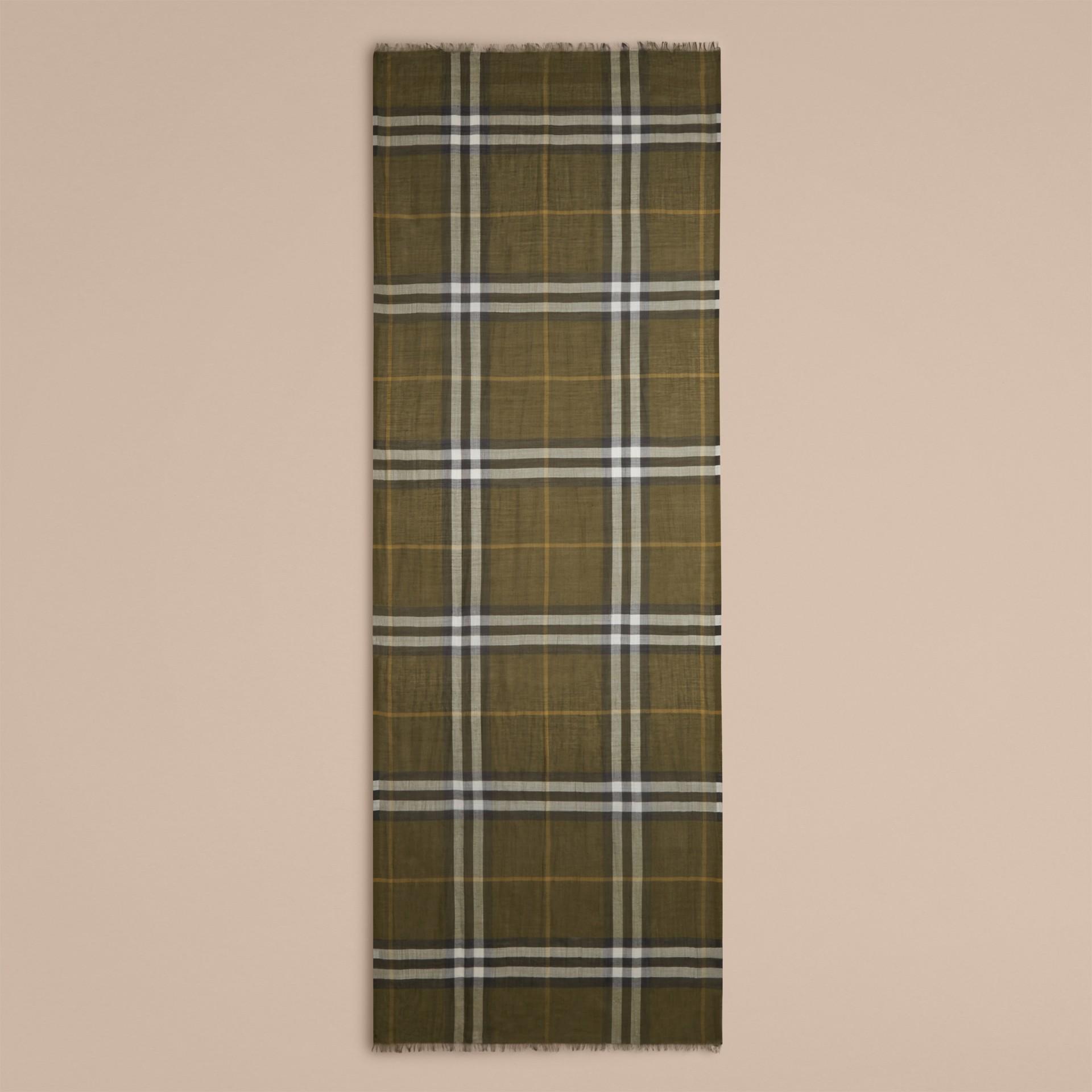 Vert olive Foulard léger en laine et soie à motif check Vert Olive - photo de la galerie 4