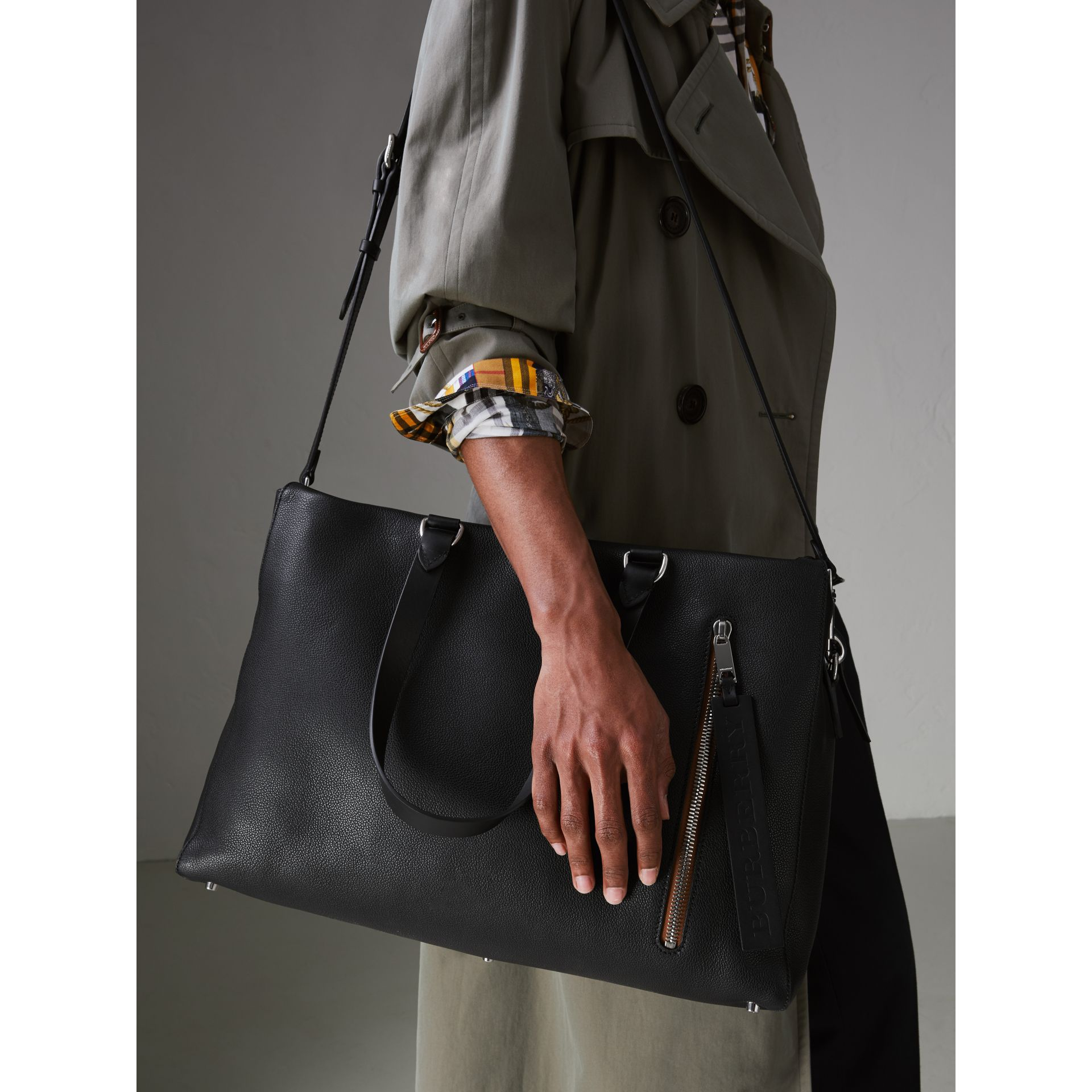 Embossed Grainy Leather Holdall in Black - Men | Burberry Singapore - gallery image 3