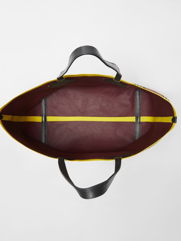 The Giant Reversible Tote in Vintage Check and Leather in Mahogany Red/antique Yellow | Burberry - cell image 3