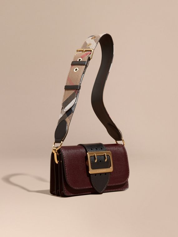 The Small Buckle Bag in Textured Leather Burgundy/black