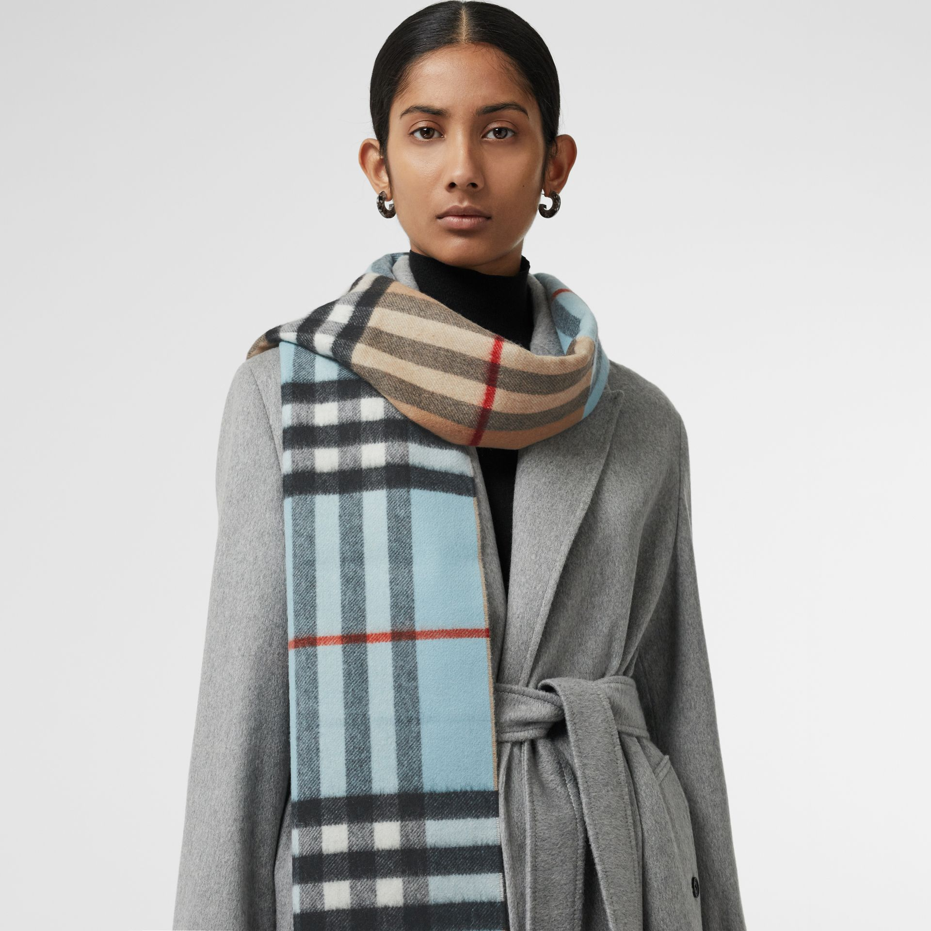 Long Reversible Colour Block Double-faced Cashmere Scarf in Pale Peridot Blue | Burberry - gallery image 5