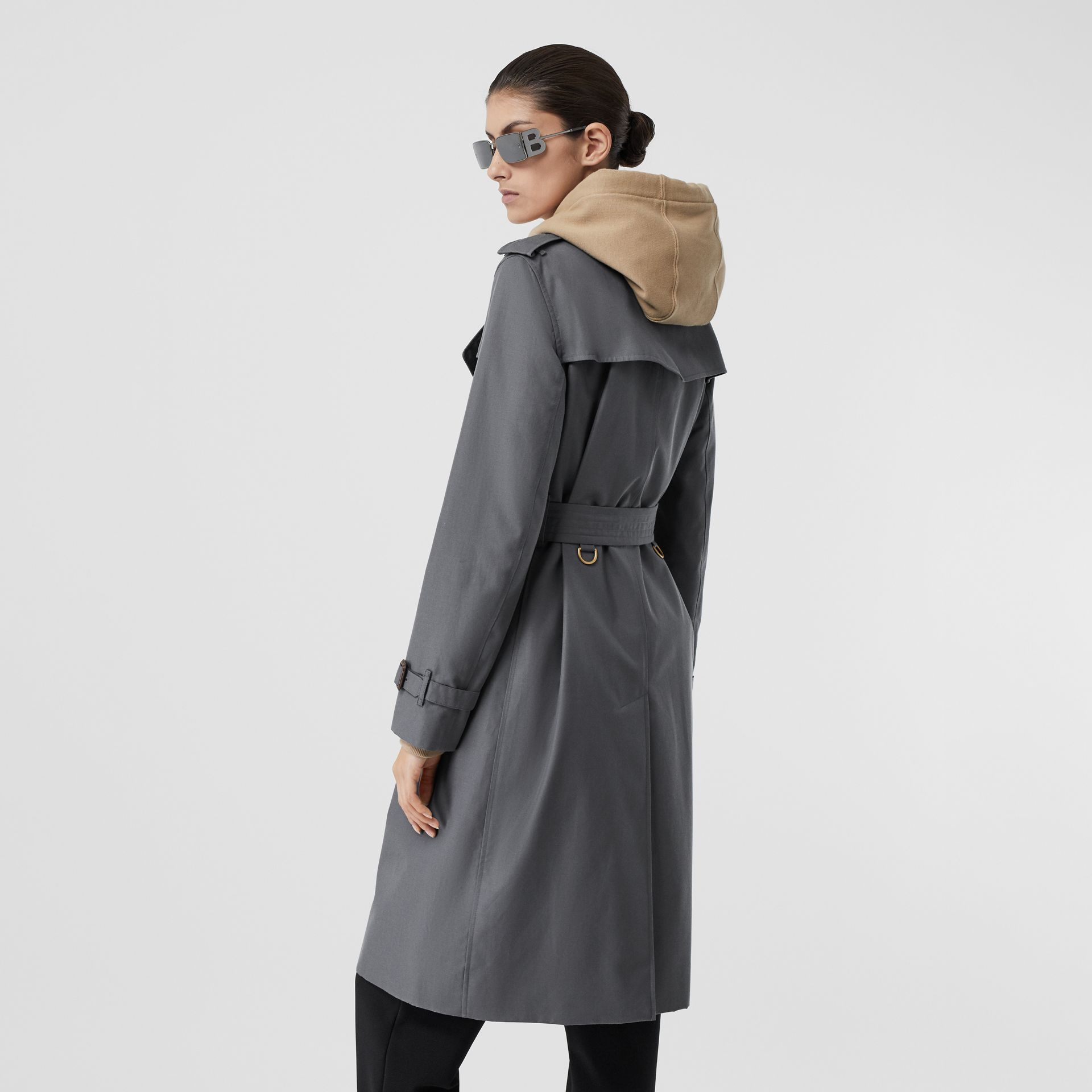 The Long Kensington Heritage Trench Coat in Mid Grey - Women | Burberry Singapore - gallery image 2