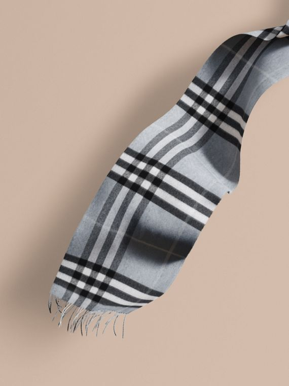 The Classic Cashmere Scarf in Check in Dusty Blue