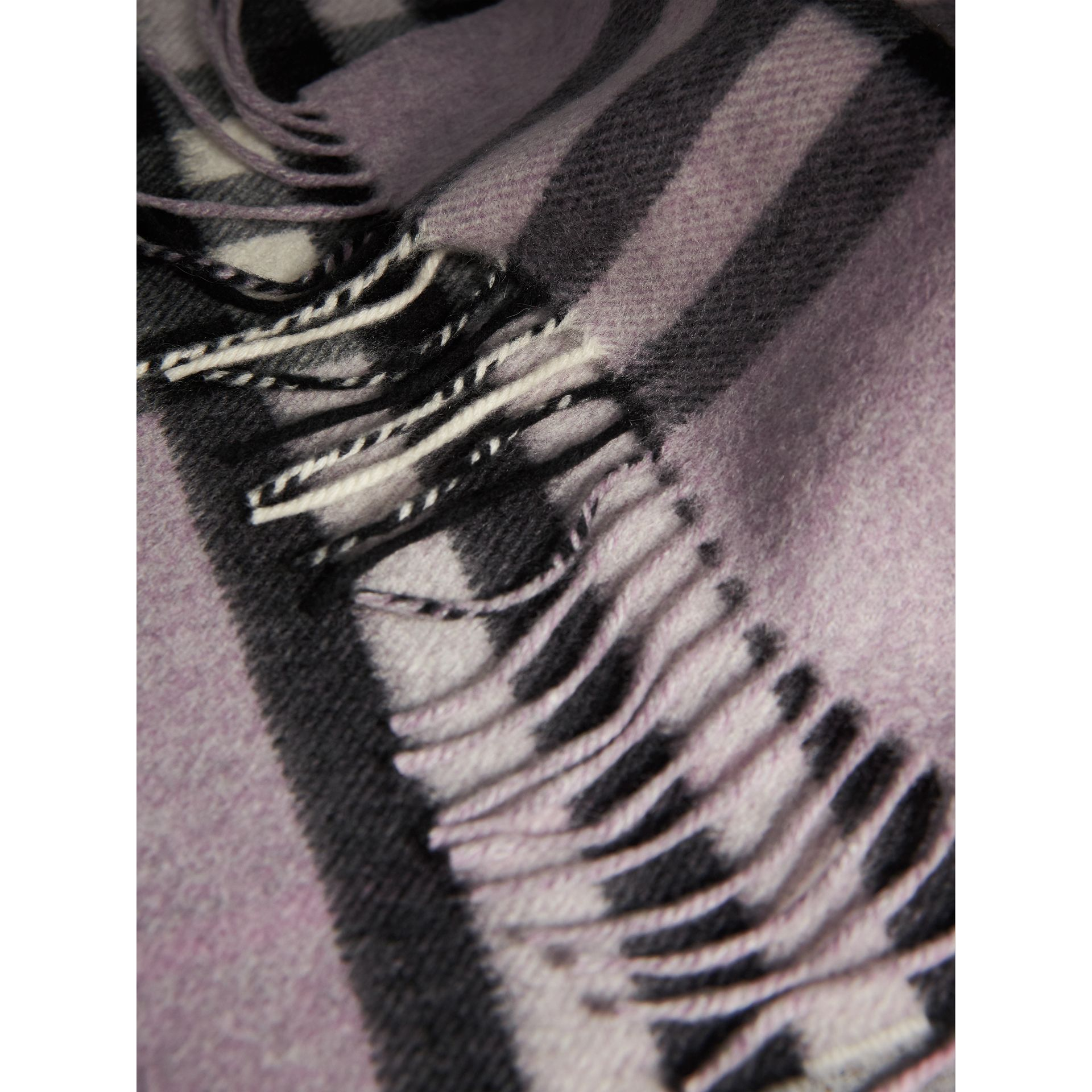 The Classic Cashmere Scarf in Check in Dusty Lilac | Burberry Australia - gallery image 5