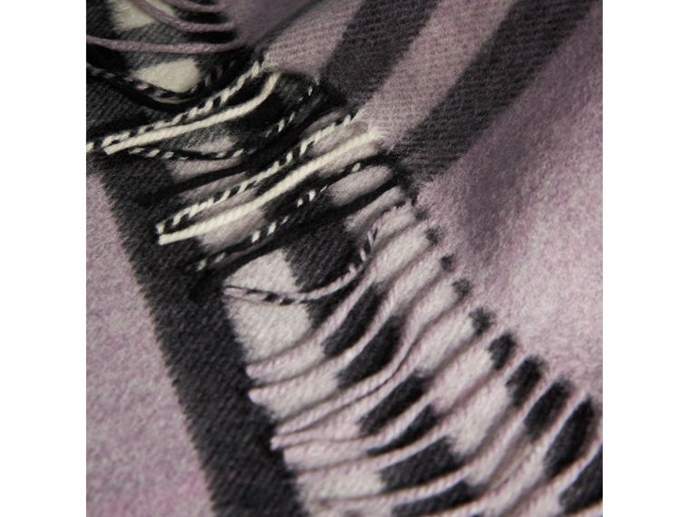 The Classic Cashmere Scarf in Check in Dusty Lilac | Burberry Australia - cell image 4