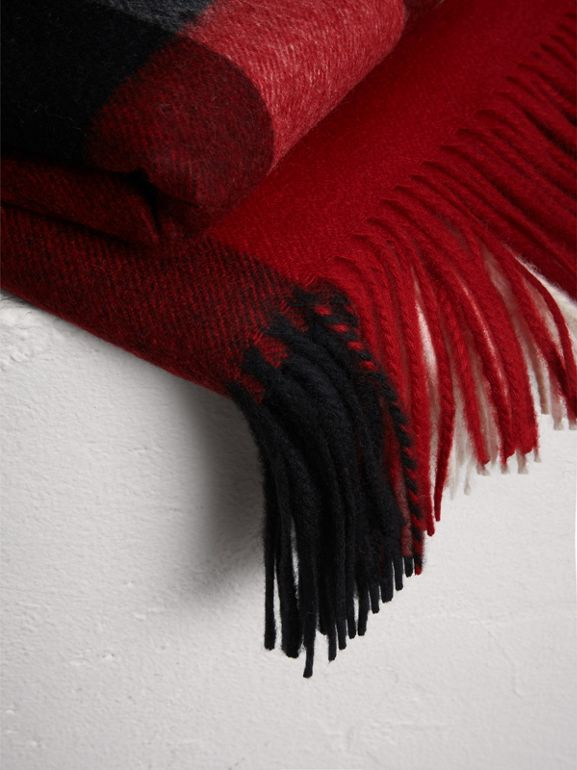 Check Cashmere Blanket in Parade Red | Burberry United Kingdom - cell image 1