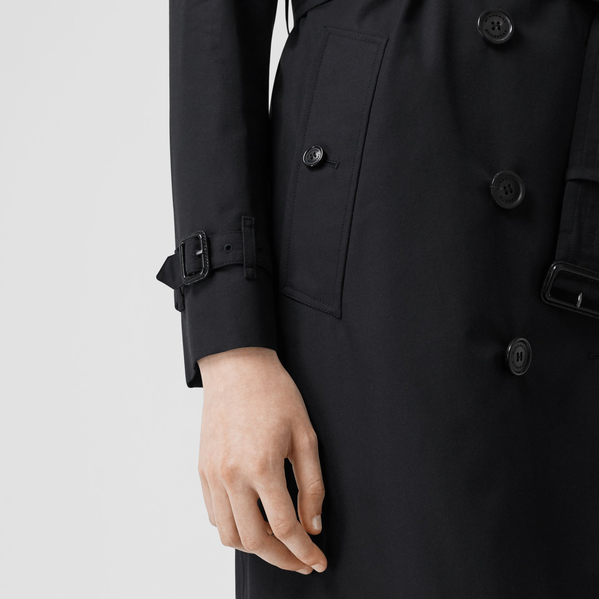 The Kensington Heritage Trench Coat in Midnight - Women | Burberry - gallery image 5