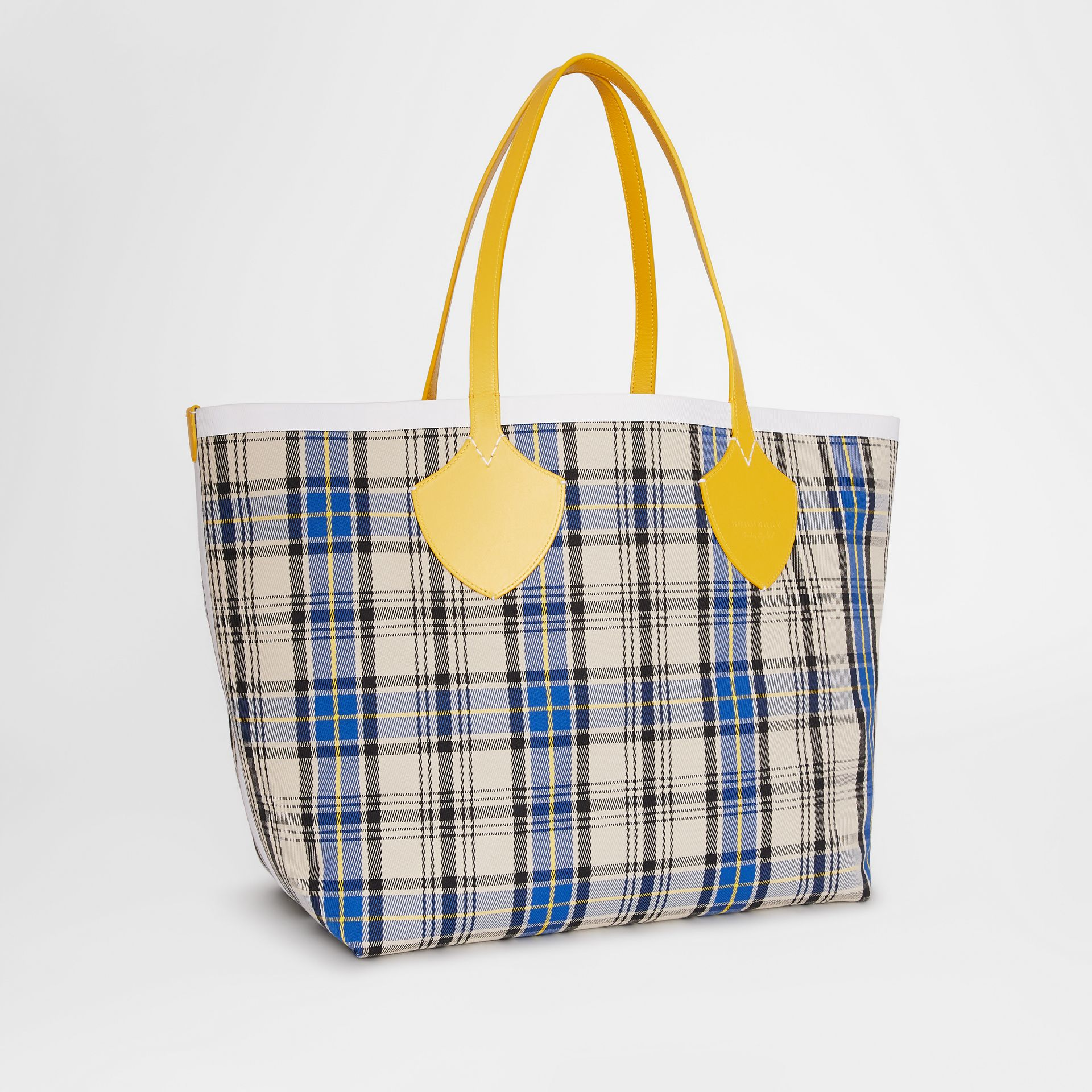 The Giant Reversible Tote in Vintage Check in Yellow/chalk White - Women | Burberry United States - gallery image 8