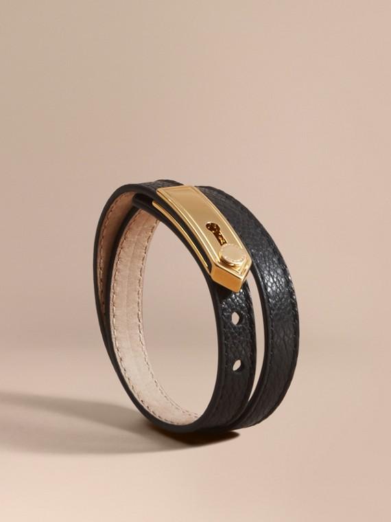 Bracelete de couro com placa inspirada nas dragonas Preto