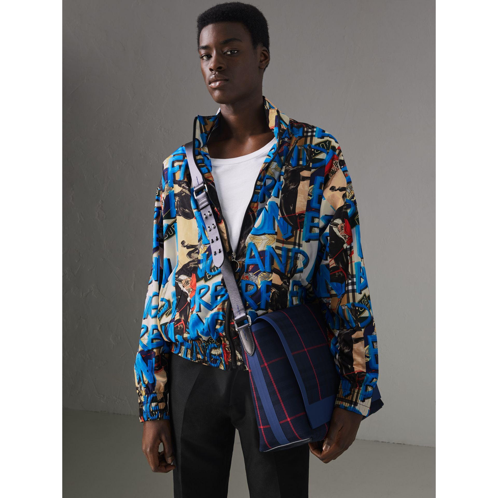 Bolsa carteiro grande de algodão com estampa xadrez tartan (Azul Marinho Escuro) | Burberry - galeria de imagens 3