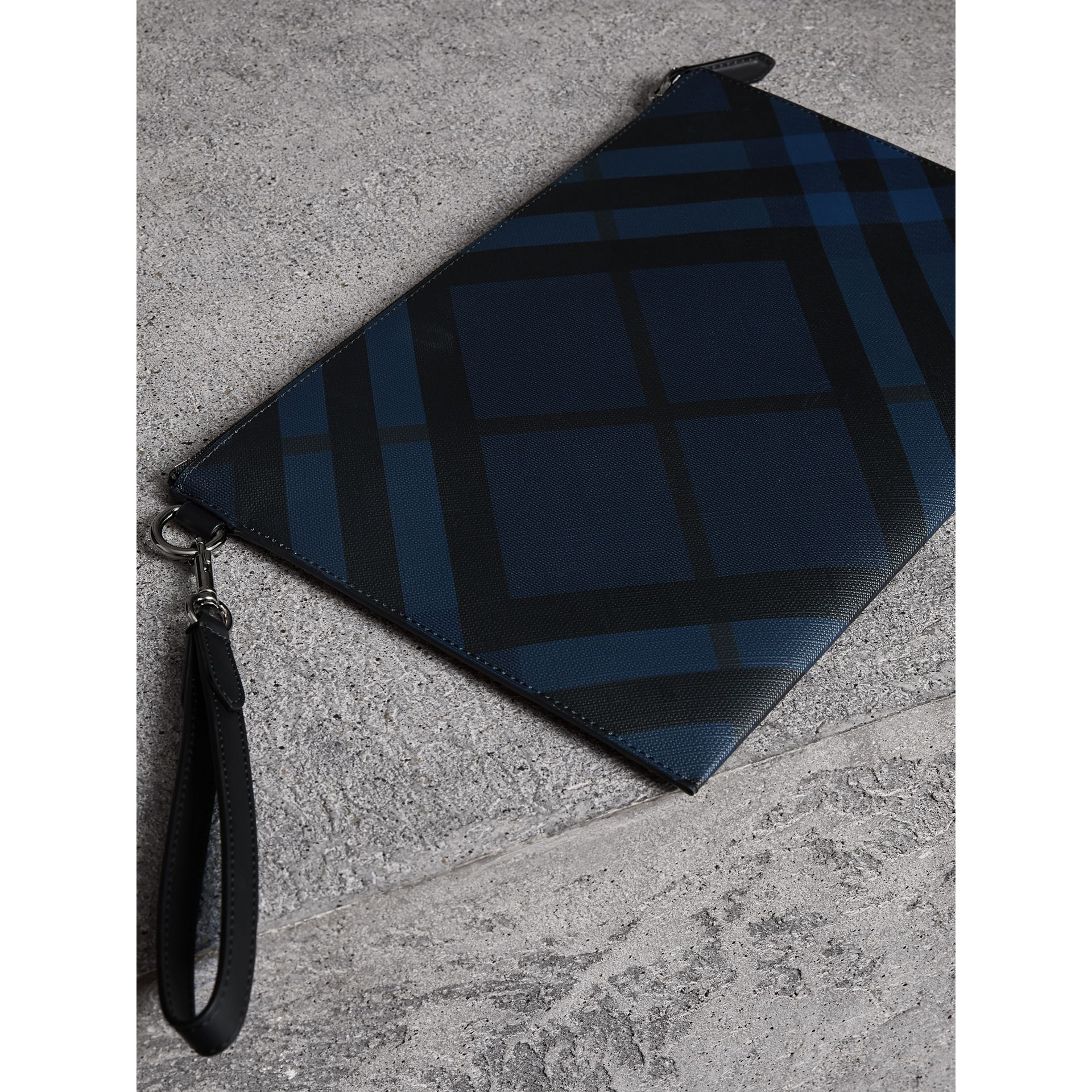 London Check Zip Pouch in Navy/black | Burberry United Kingdom - gallery image 4