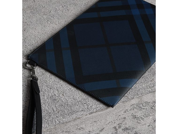 London Check Zip Pouch in Navy/black | Burberry United Kingdom - cell image 4