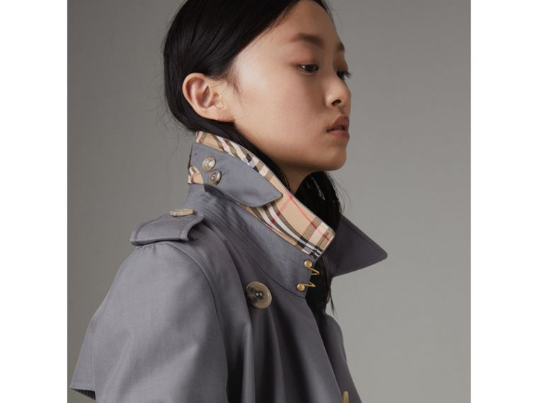 The Kensington Heritage Trench Coat in Mid Grey - Women | Burberry United Kingdom - cell image 4
