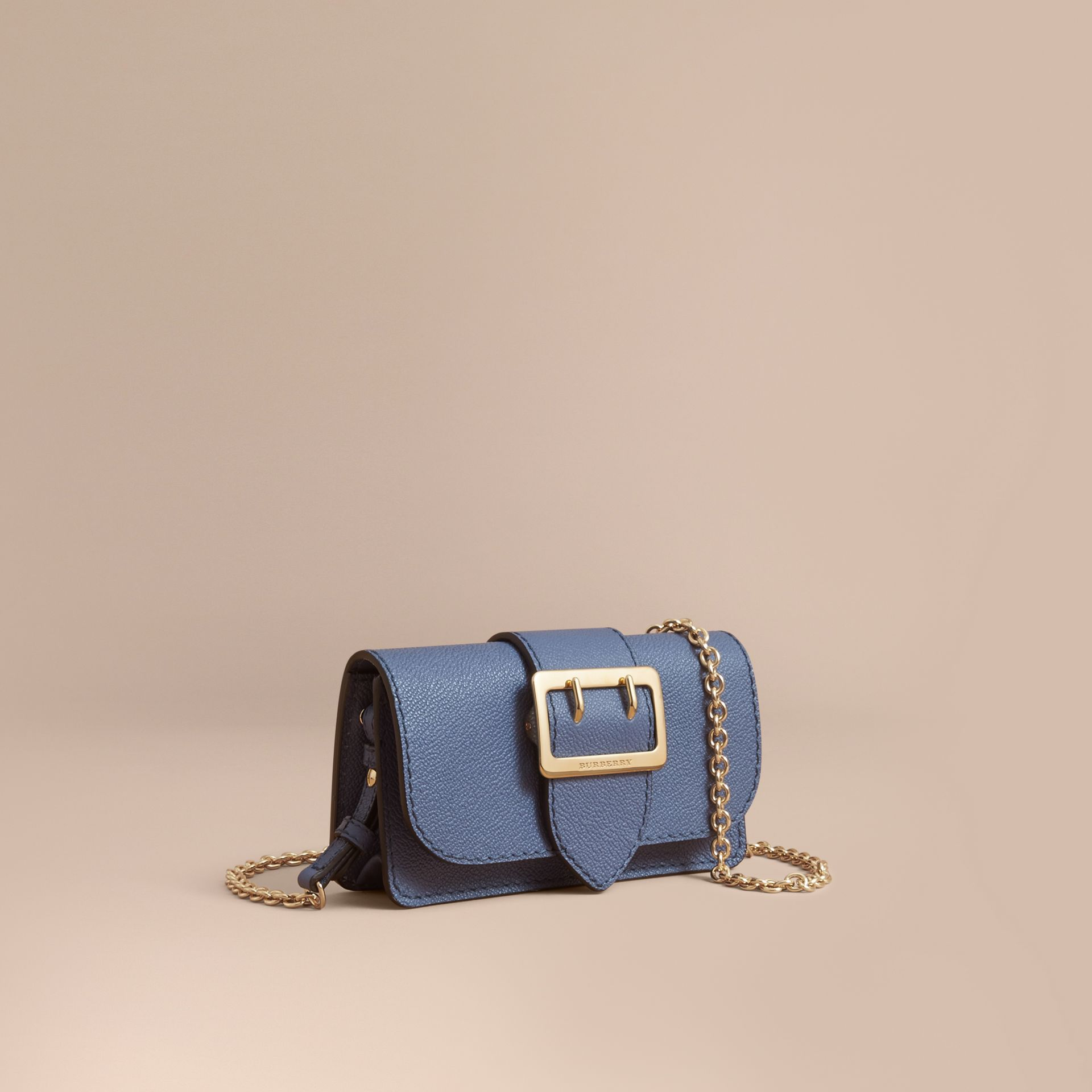 Mini sac The Buckle en cuir grainé (Bleu Acier) - Femme | Burberry - photo de la galerie 1