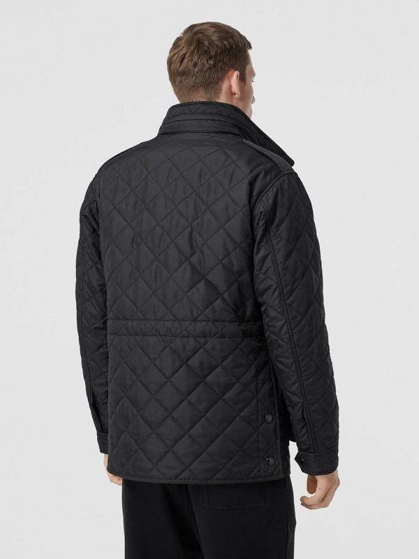 Jaqueta estilo militar termorregulada em matelassê com capuz embutido (Preto) - Homens | Burberry - cell image 2