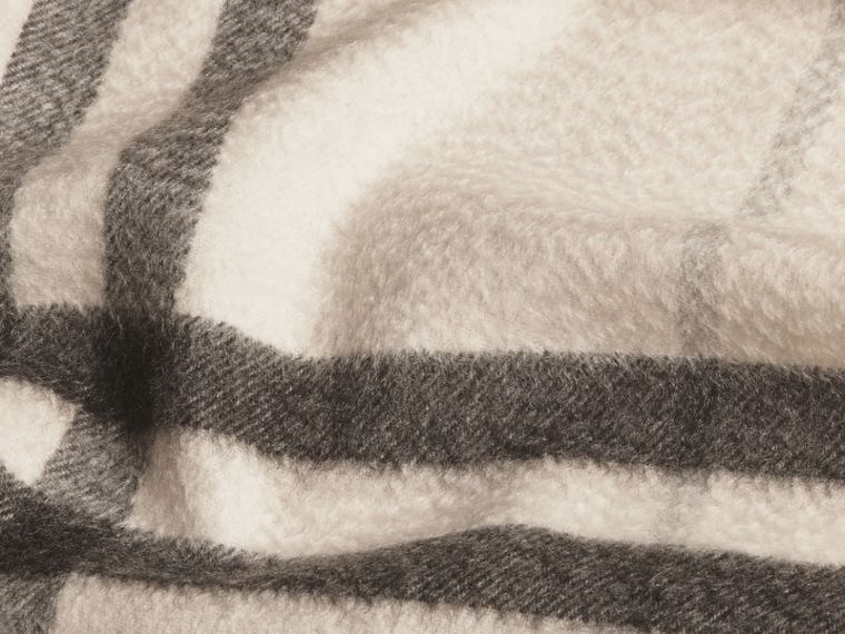 Natural white check The Classic Cashmere Scarf in Check Natural White - cell image 4
