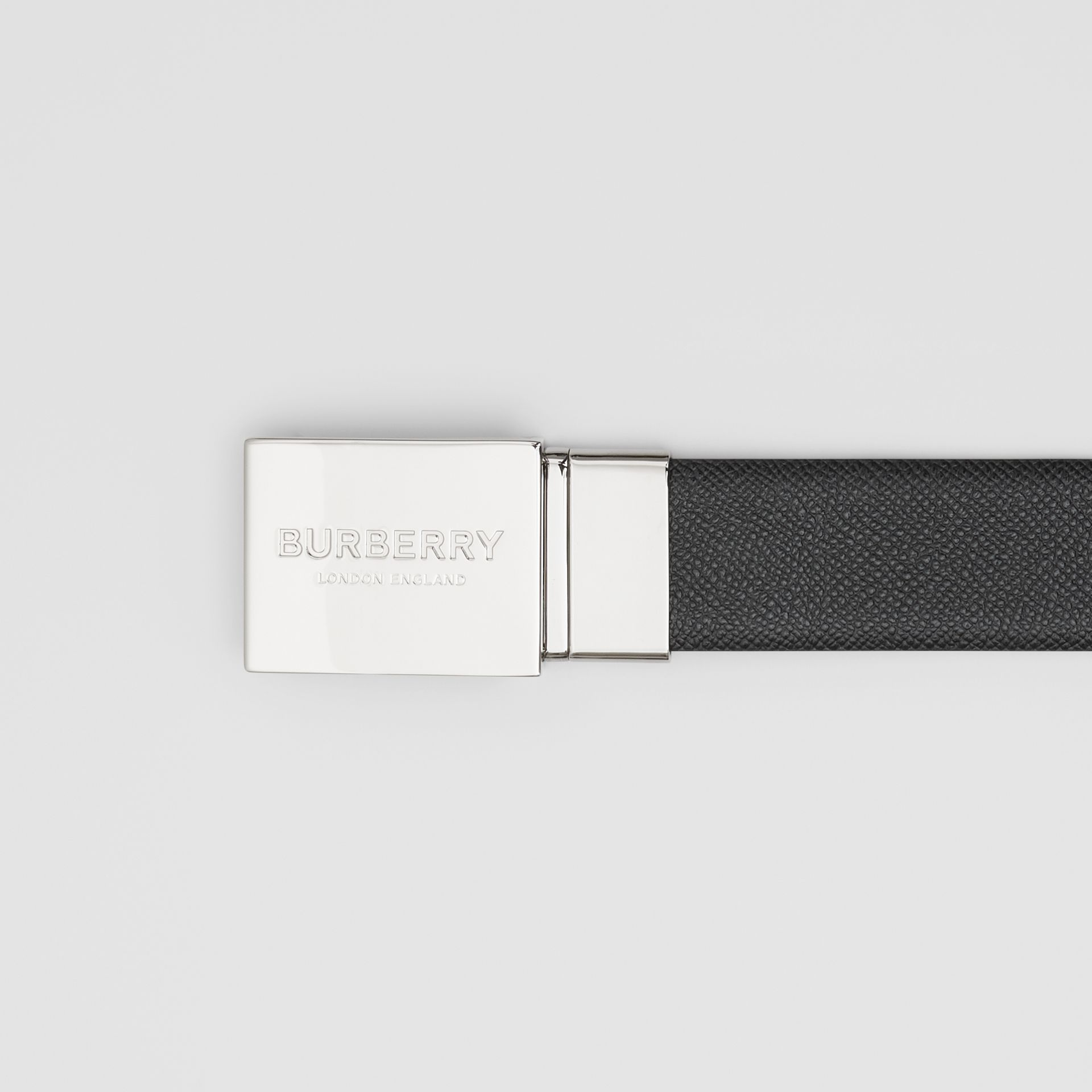 Reversible Plaque Buckle Grainy Leather Belt in Black/navy - Men | Burberry United Kingdom - gallery image 1