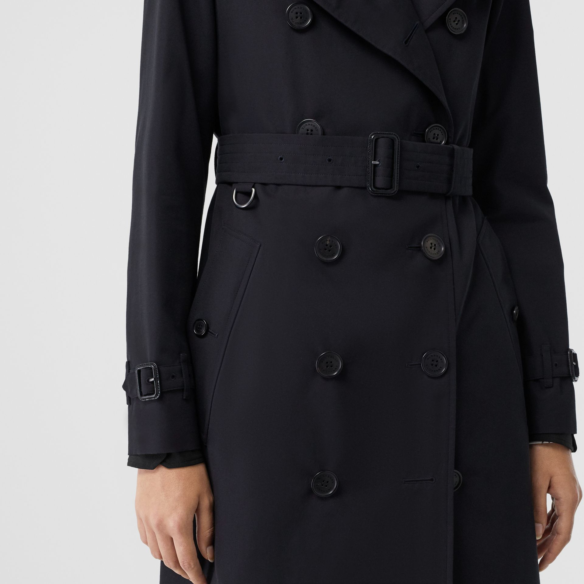 The Long Kensington Heritage Trench Coat in Midnight - Women | Burberry - gallery image 5