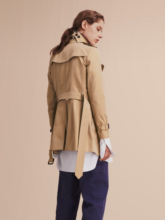 The Chelsea – Short Heritage Trench Coat in Honey - cell image 2