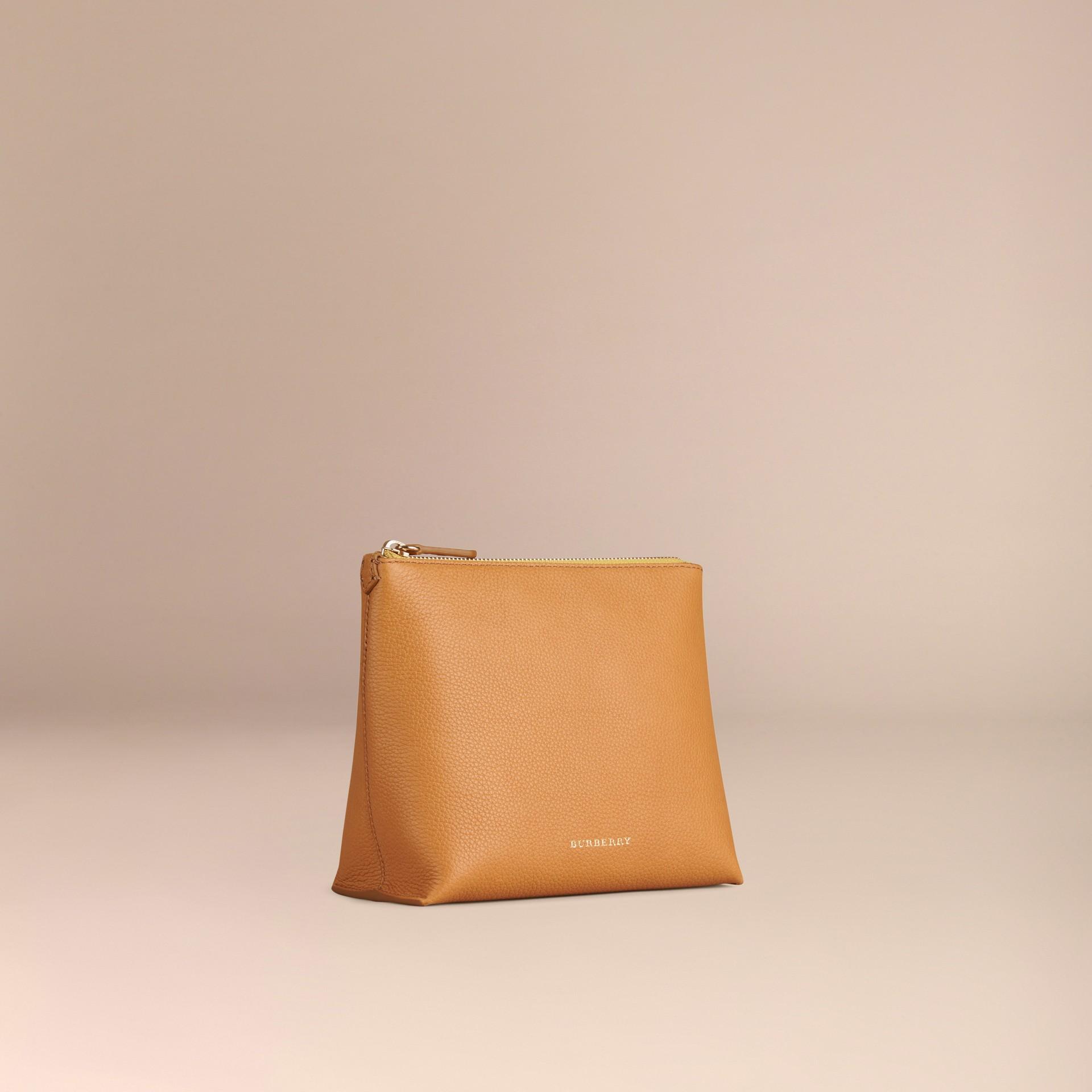 Jaune ocre Pochette zippée en cuir grainé Jaune Ocre - photo de la galerie 3