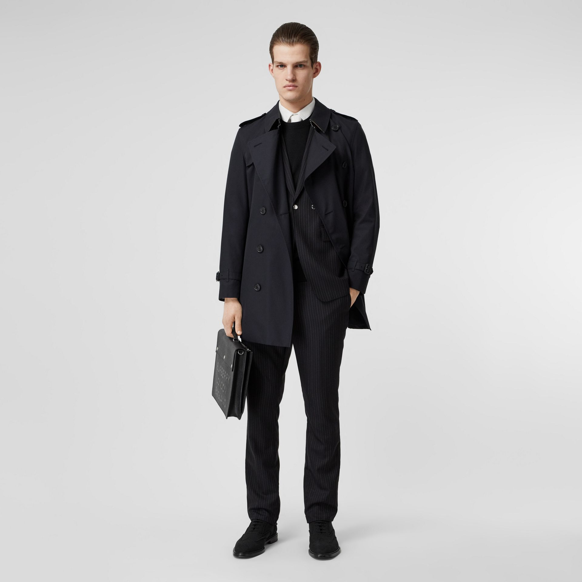 The Short Wimbledon Trench Coat in Midnight Navy - Men | Burberry United Kingdom - gallery image 7