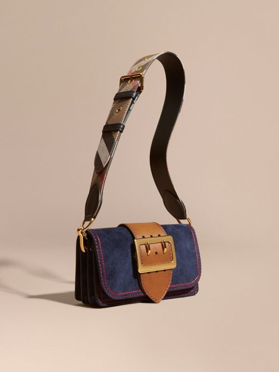 Borsa The Buckle piccola in pelle scamosciata con impunture Inchiostro/marroncino