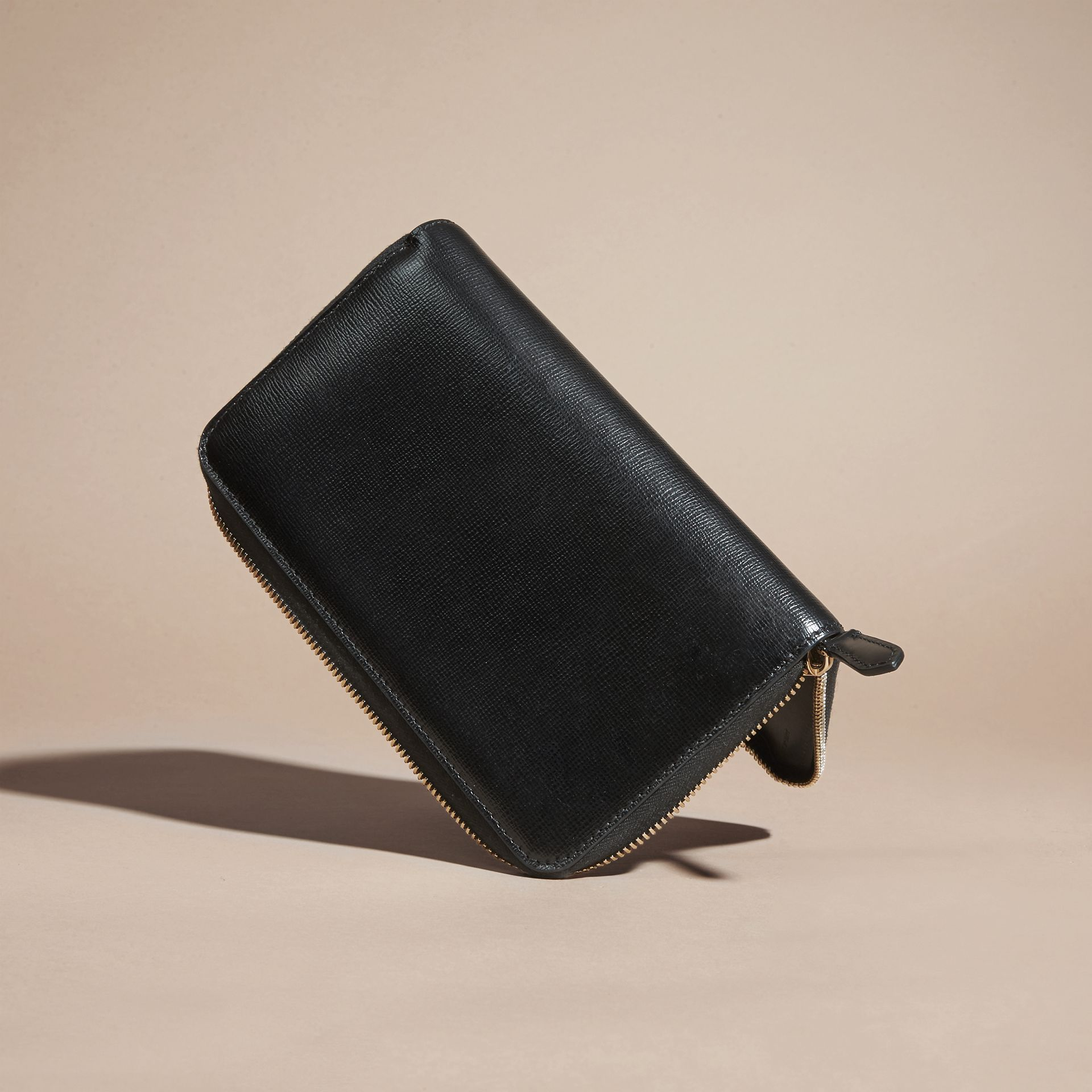 London Leather Ziparound Wallet in Black | Burberry Singapore - gallery image 3