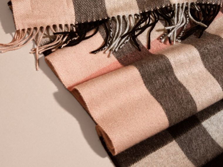Ash rose The Large Classic Cashmere Scarf in Check Rose - cell image 4