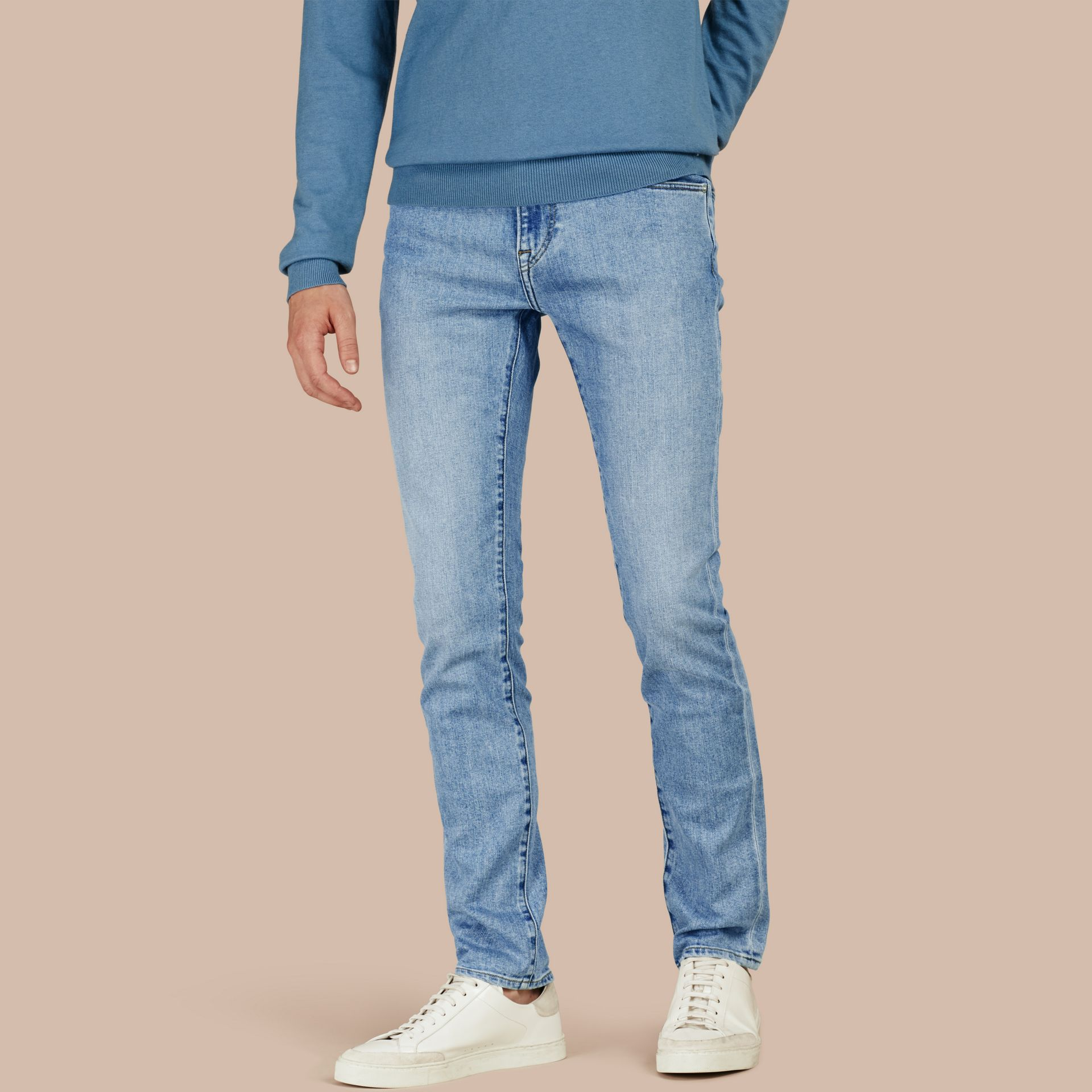 Jean slim stretch en denim japonais ultra-confortable - photo de la galerie 1