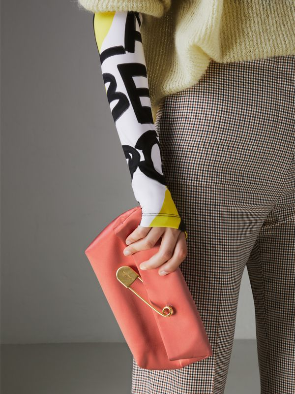 The Medium Pin Clutch in Leather in Bright Coral Pink - Women | Burberry United States - cell image 3