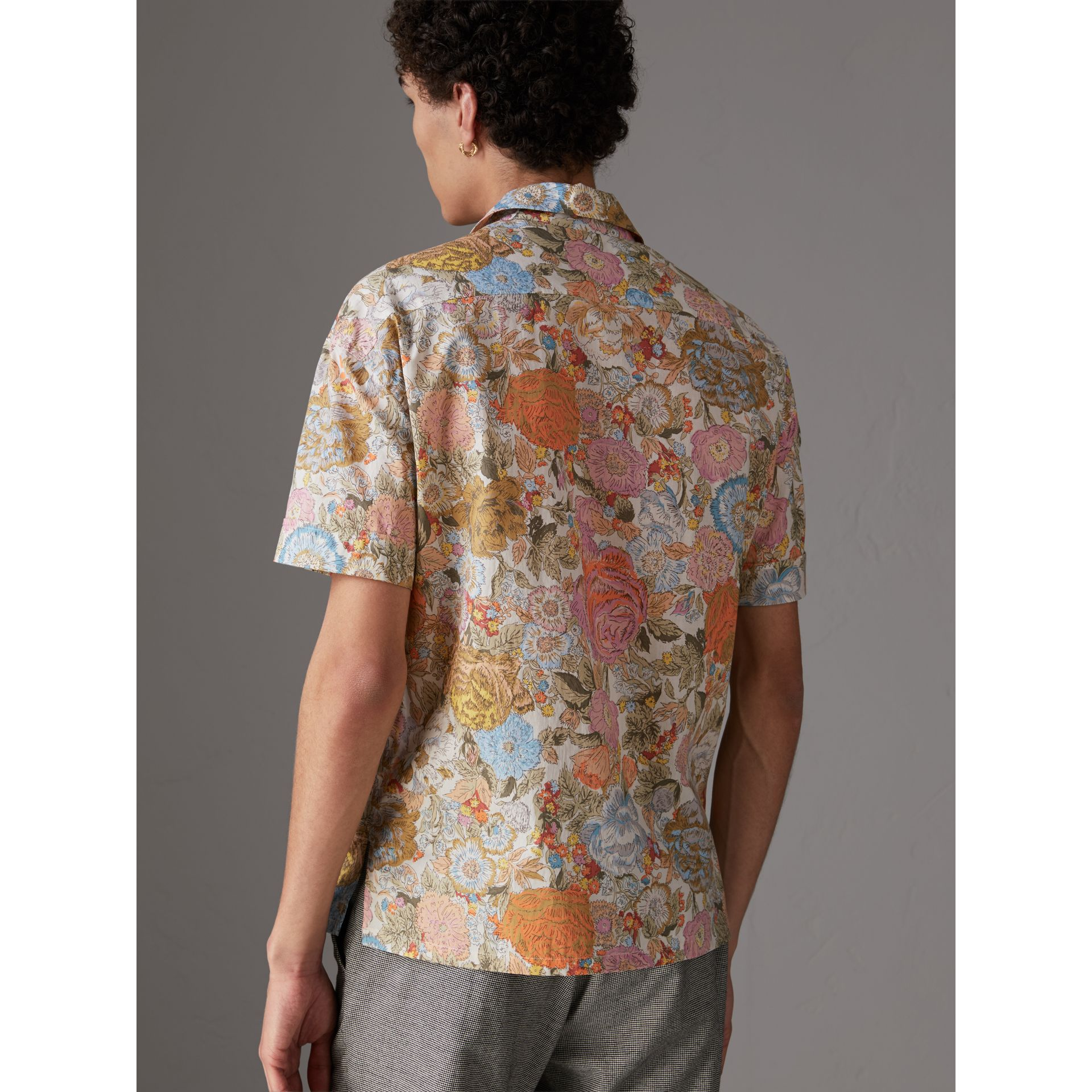 Short-sleeve Floral Print Cotton Shirt in Bright Orange - Men | Burberry United Kingdom - gallery image 2