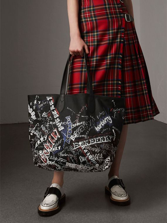The Large Reversible Doodle Tote in Black | Burberry - cell image 2